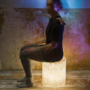 In-es.artdesign - Bin - In-es.artdesign Bin F Nebula IN Beleuchtung sitzt